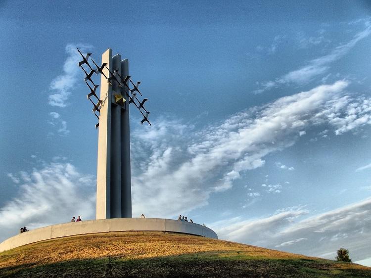 """Стела """"Журавли"""" на Соколовой горе в Саратове"""
