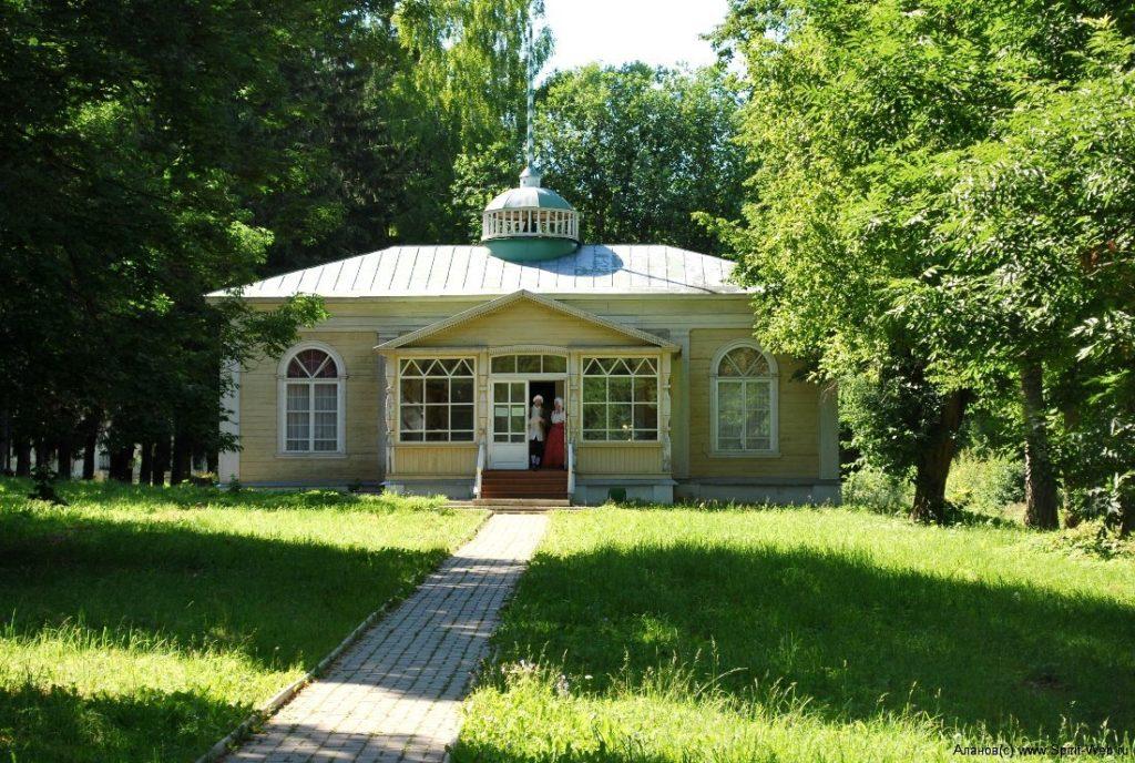 Ботик Петра I в Переславле-Залесском