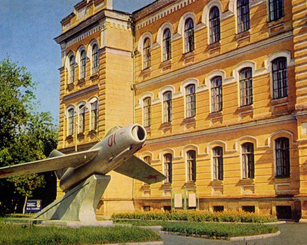 Летное военное училище в Оренбурге