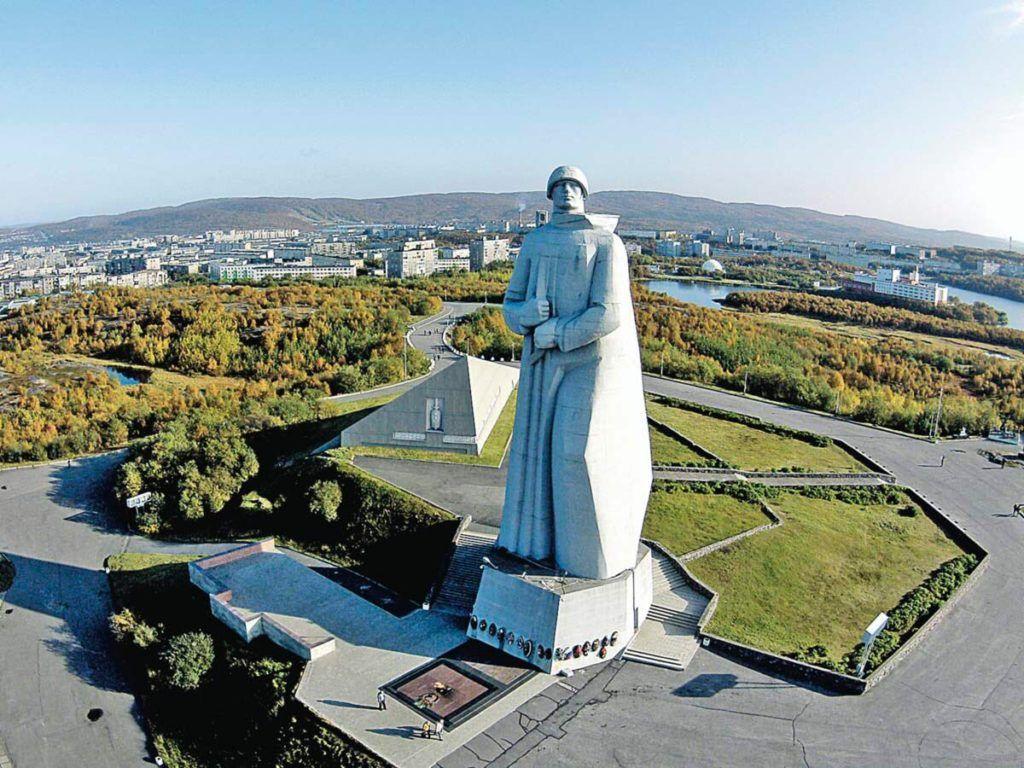 Памятник Алеша в Мурманске
