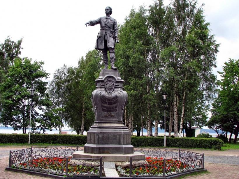 Памятник Петру Великому в Петрозаводске