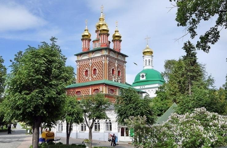 Надвратная церковь Свято-Троицкой Сергиевой Лавры