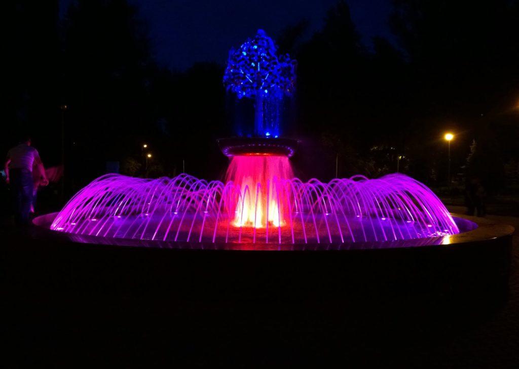 Поющий фонтан с подсветкой в городе Липецк