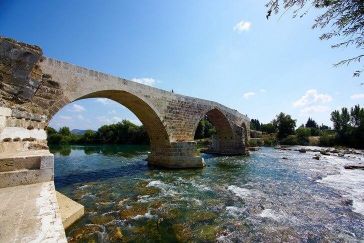 Турция, Горбатый мост через реку Кепрючай