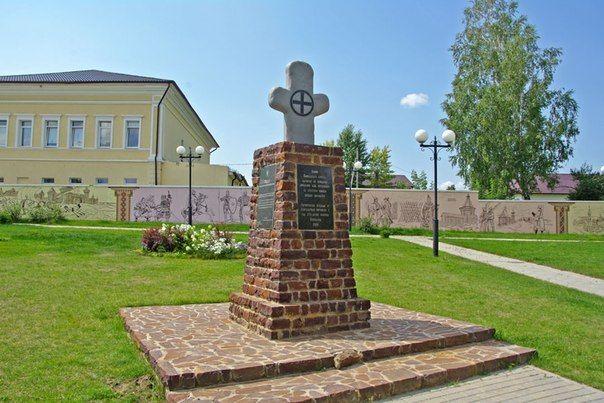 Памятный крест в Козельске