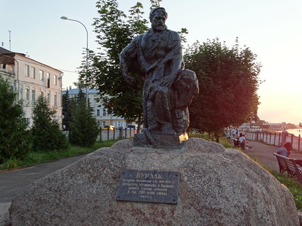 """Скульптура """"Бурлак"""" в Рыбинске"""