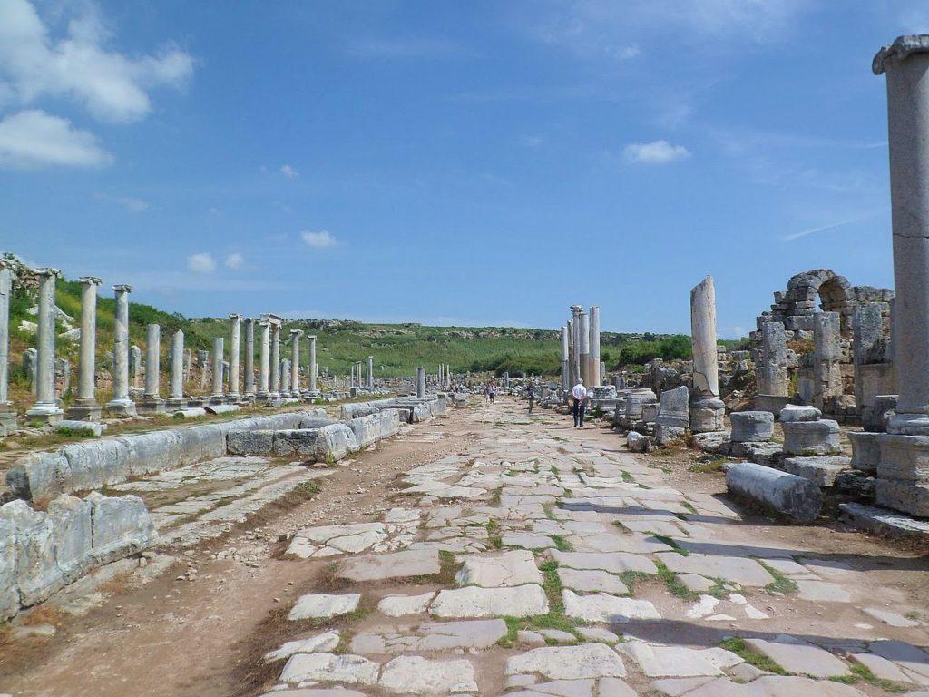 Руины главной улицы города Перге - Улица Аркадиан