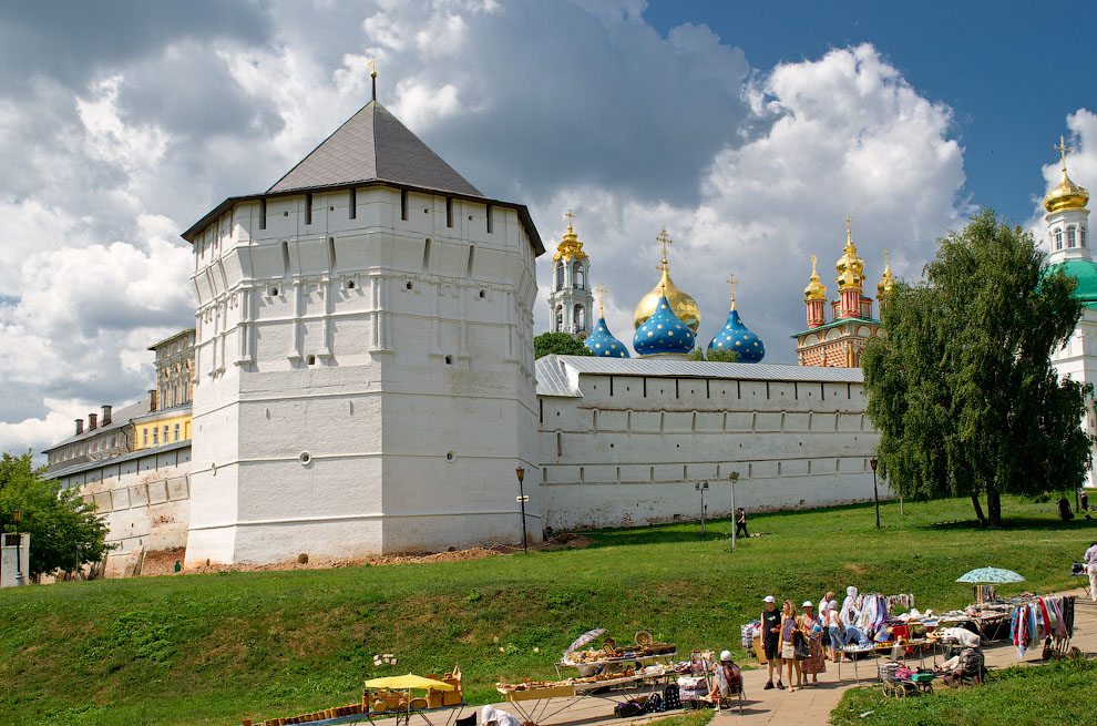 Белокаменные стены Свято-Троицкой Сергиевой Лавры