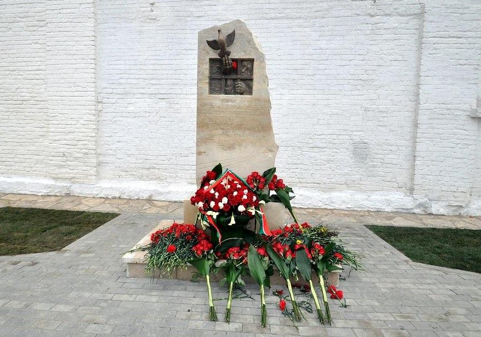 Памятник жертвам сталинских репрессий в Свияжске