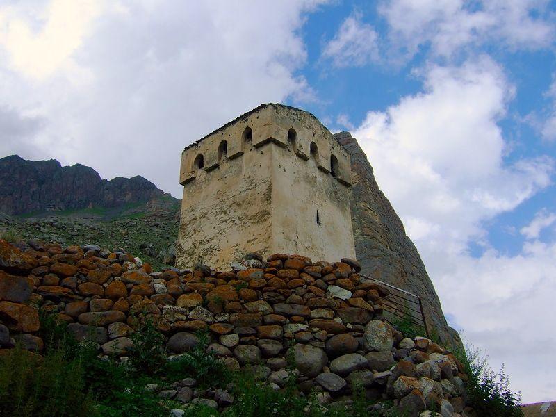 Каменная башня Балкарукова в Чегеме
