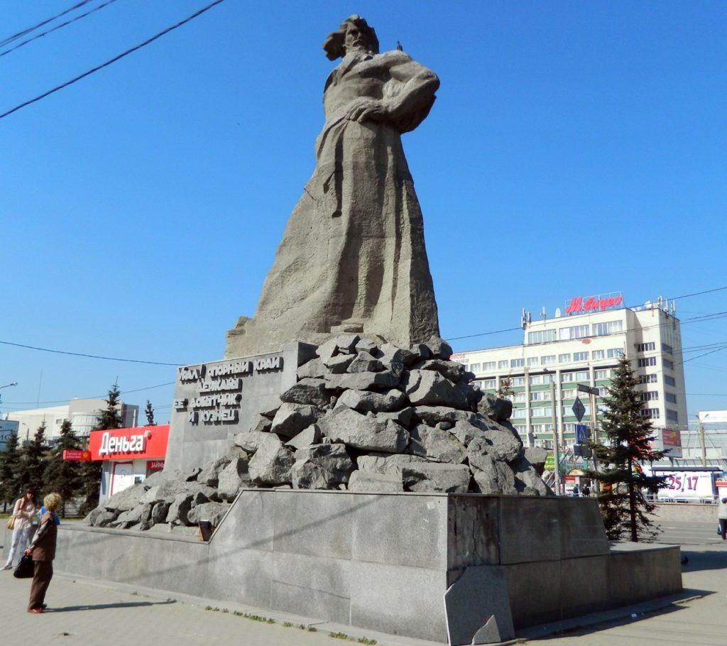 "Челябинск, Памятник ""Сказ Уралу"""