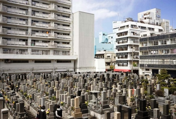 кладбище в Токио