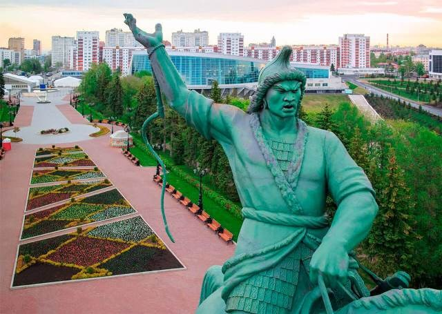 Памятник Салавату Юлаеву в городе Уфа