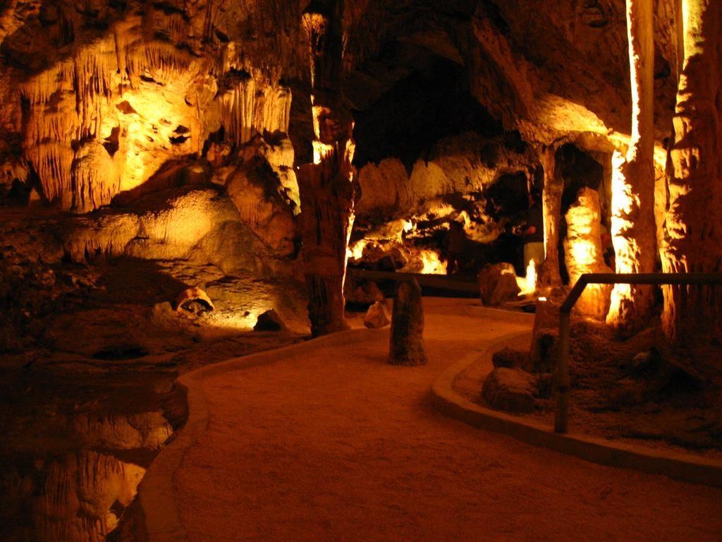 Пещеры Ато в Кюрасао