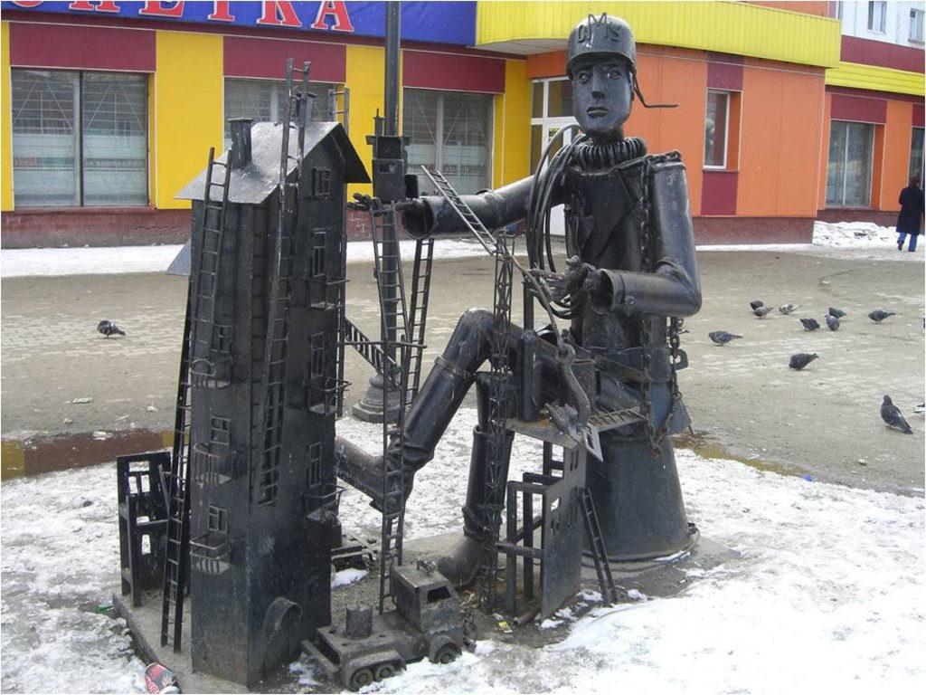 Сургут, Памятник Строителю