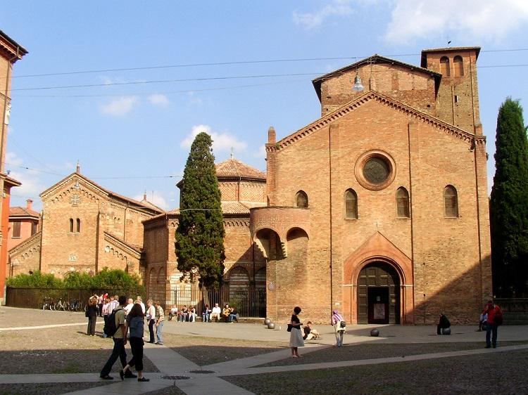 Площадь Св. Стефана в Болонье