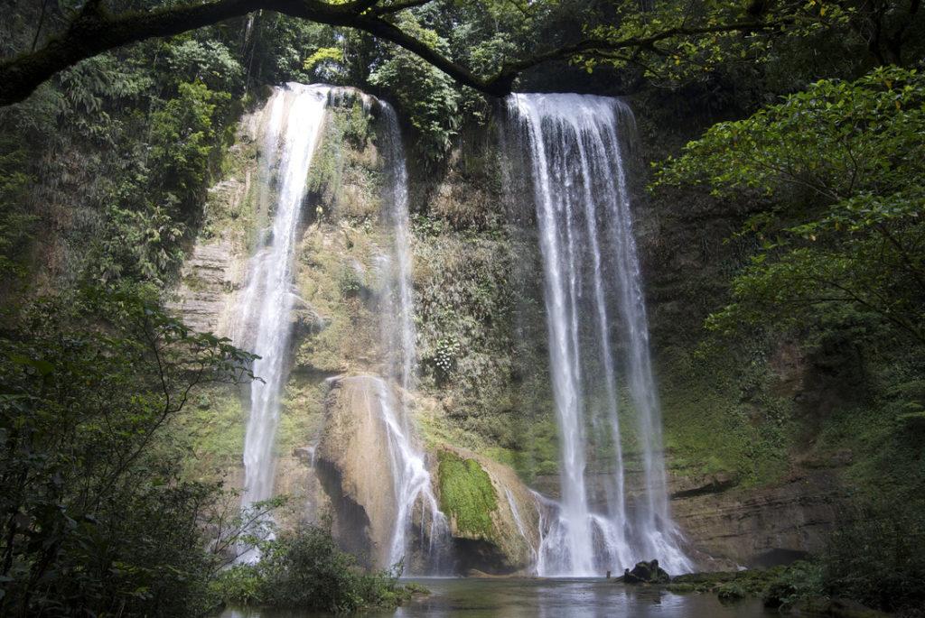 Водопад Матанико-фолкс на Соломоновых островах