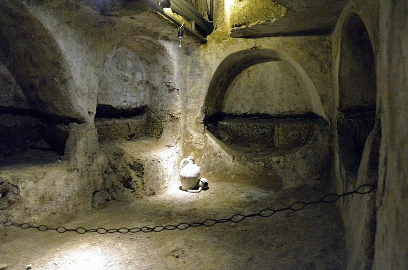 Катакомбы Сан-Гаудиозо в Неаполе
