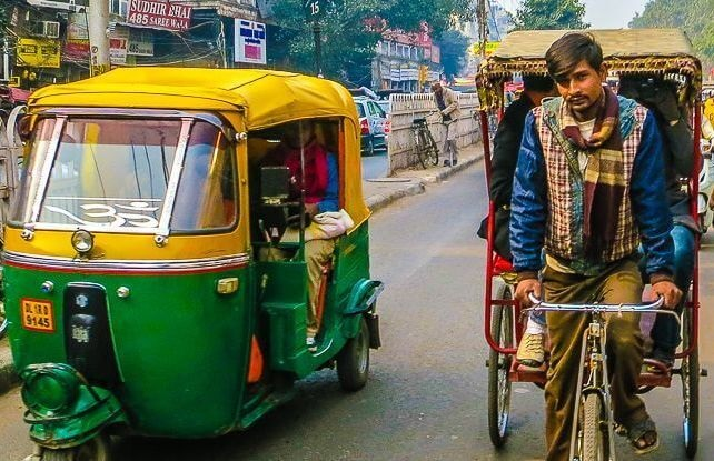 Авторикши и велорикши в Джайпуре, Индия