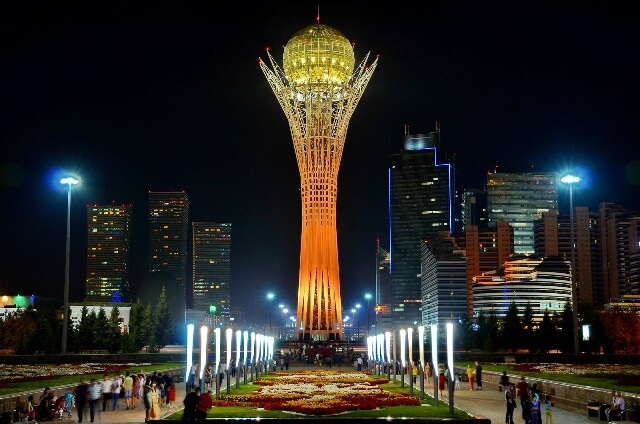 Байтерек в Астане, Казахстан