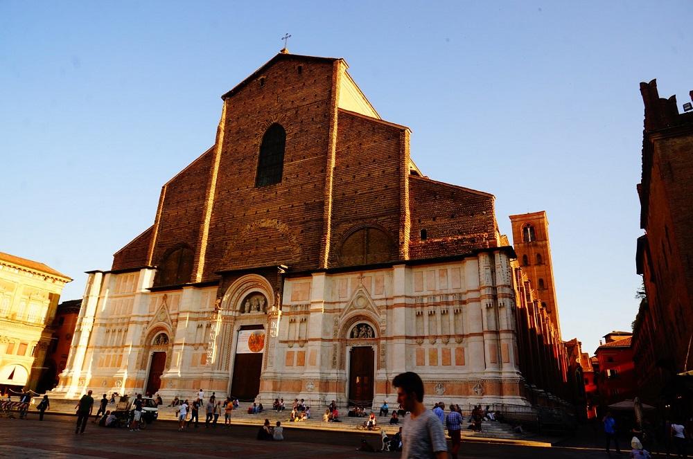Базилика Святого Петрония - главный собор Болоньи
