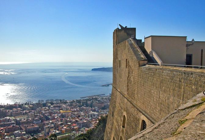Крепость Кастель-Сант- Эльмо в Неаполе