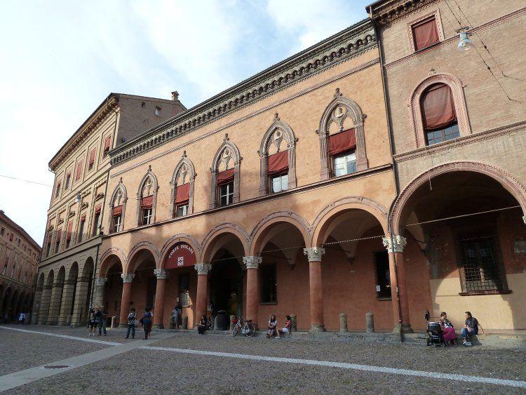 Дом Изолани в Болонье