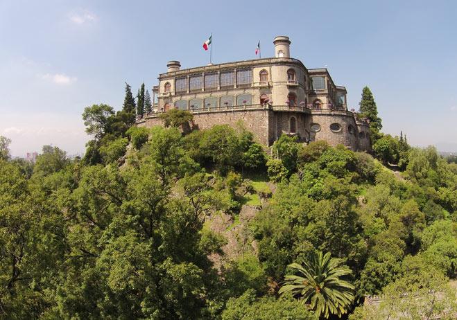 Чапультепекский дворец в Мехико