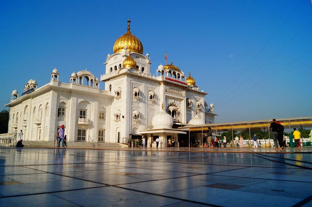 """Храм """"Гурдвара Бангла Сахиб"""" в Нью-Дели"""