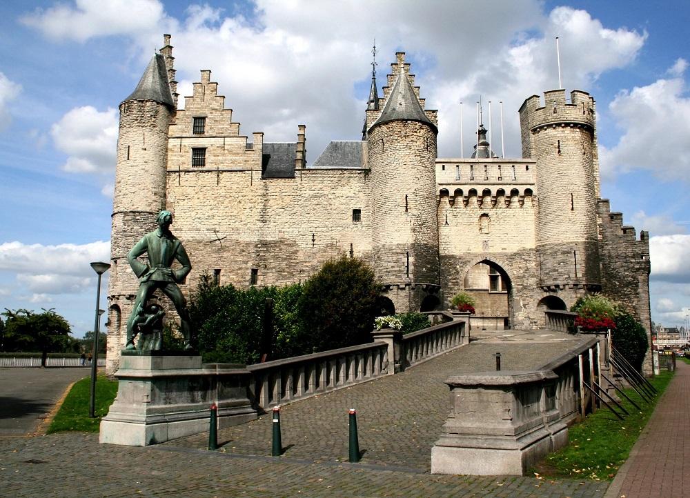 Замок Стен в Антверпене