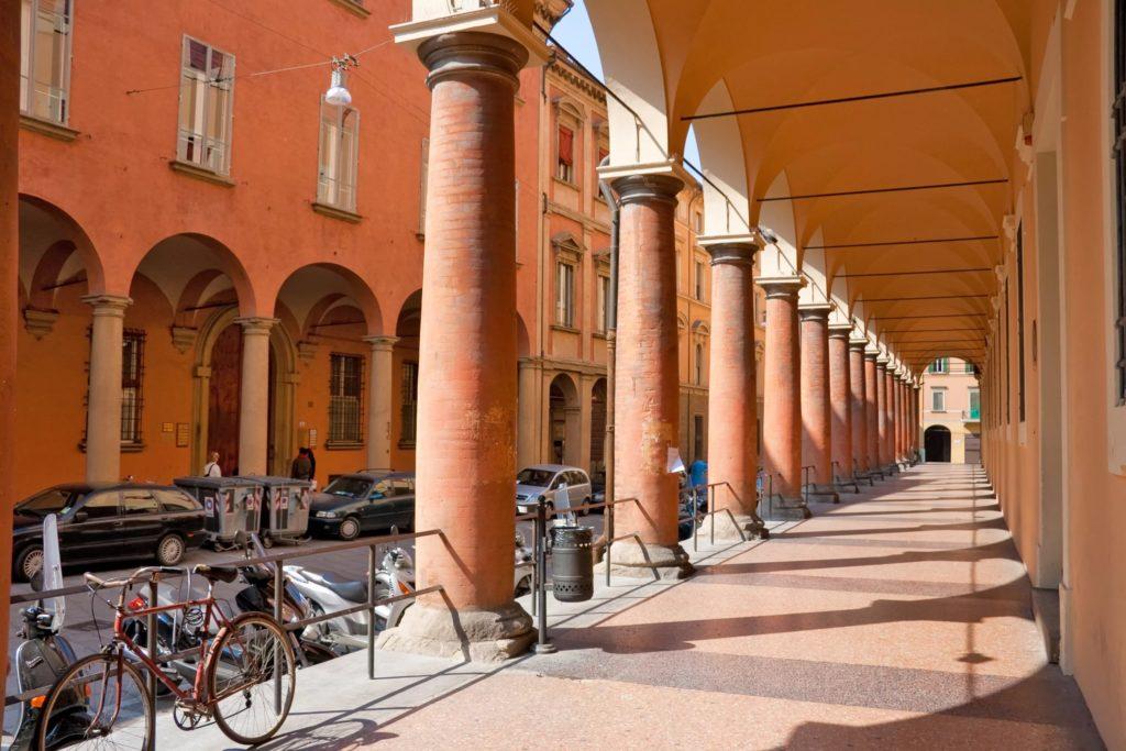 Крытые арочные галереи Болоньи