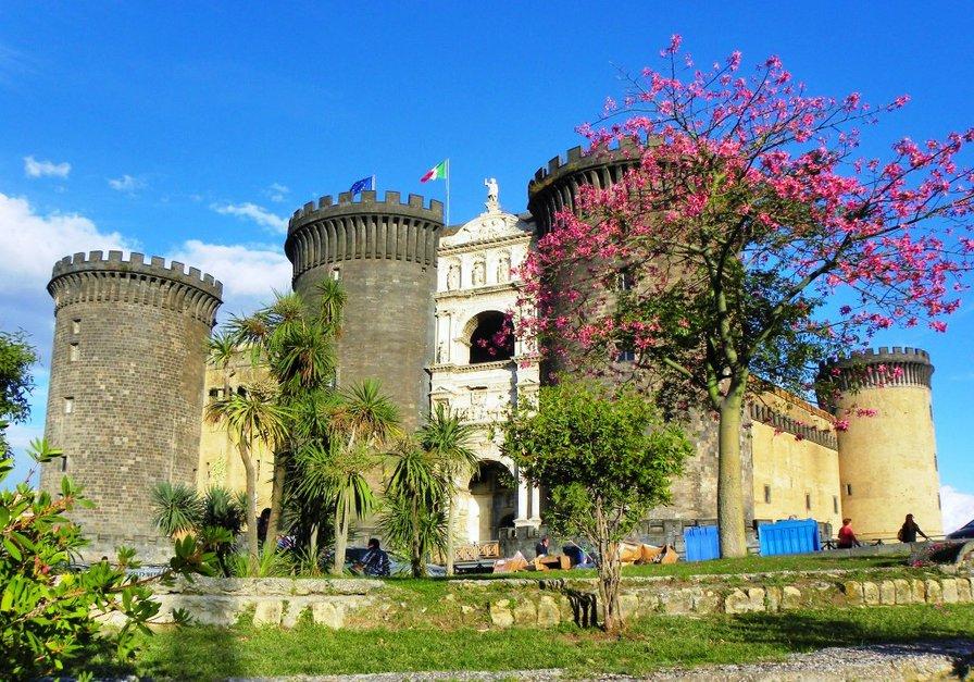 """Новый замок (""""Кастель Нуово"""") в Неаполе"""