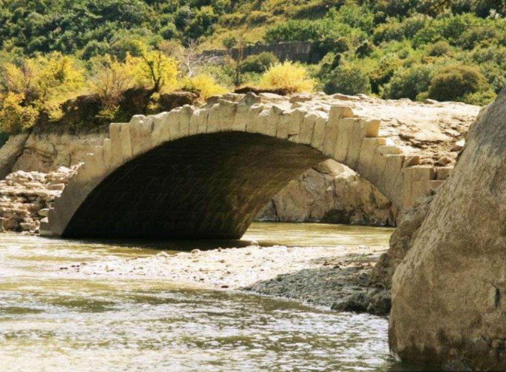Мост Помпея в Мцхете