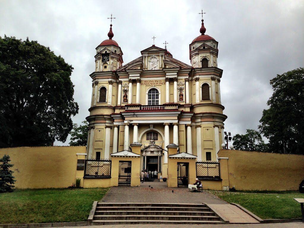 Барочная церковь Петра и Павла в Вильнюсе