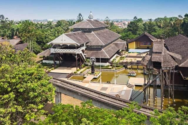 Парк «Мини-Индонезия» в Джакарте