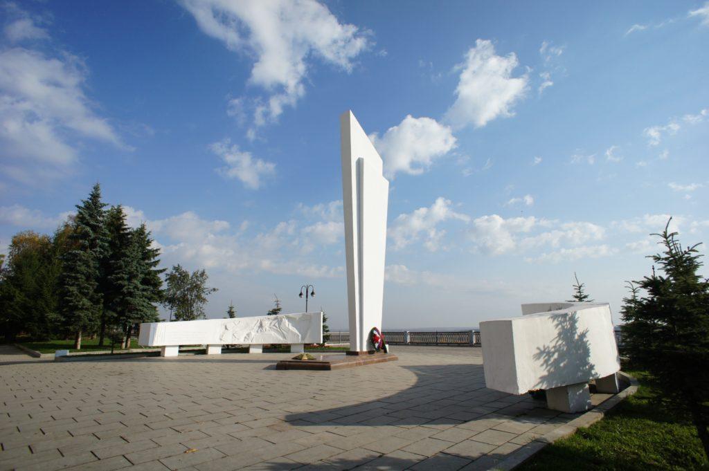 """Памятник-обелиск """"Воинам-кировчанам"""", Киров"""