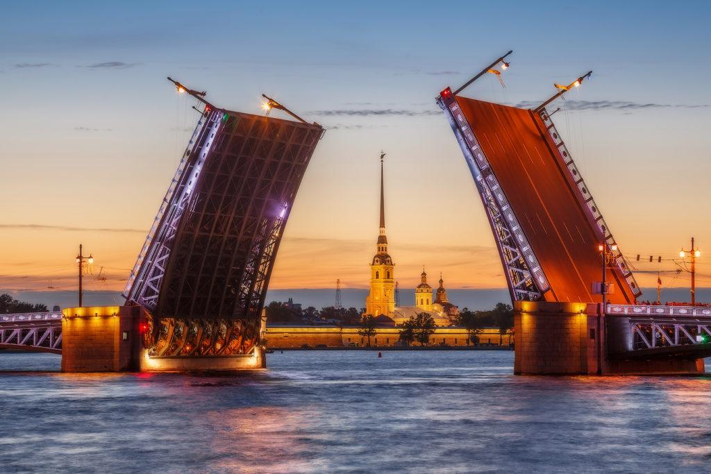 Разводной Дворцовый мост Санкт-Петербурга