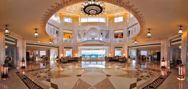 холл гостиницы в Дохе
