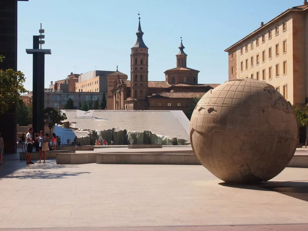 Фонтан Испанидад в Сарагосе