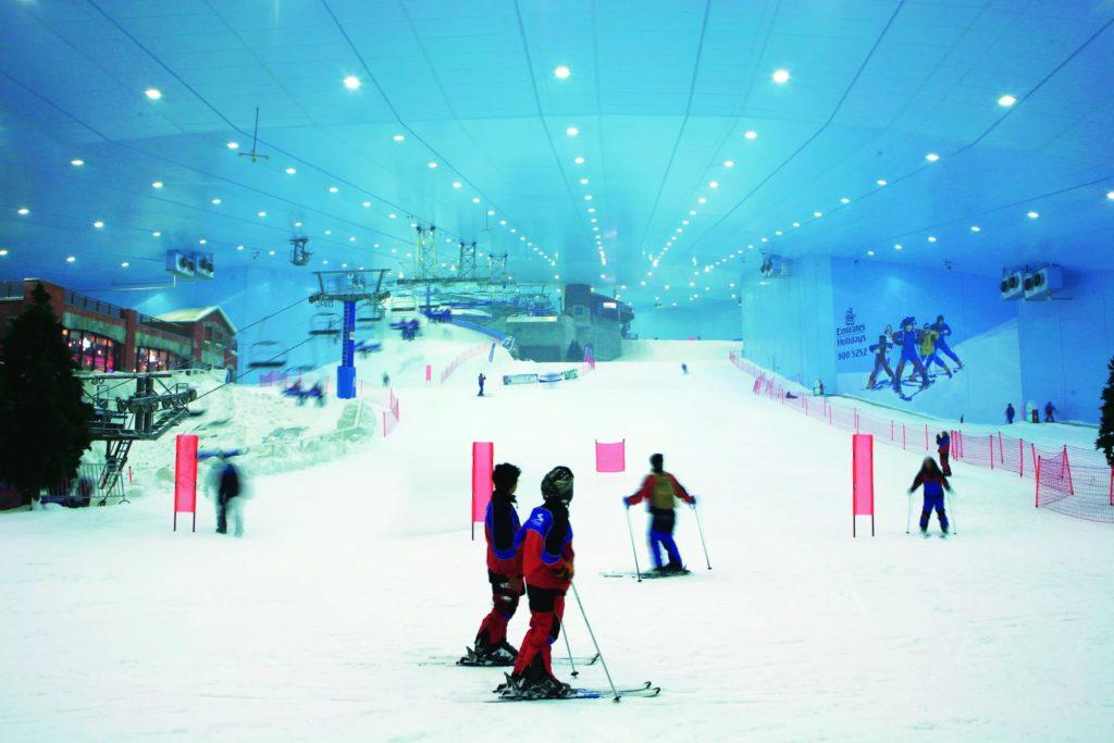 """Крытый горнолыжный курорт в ТЦ """"Молл Эмиратов"""" в Дубае"""