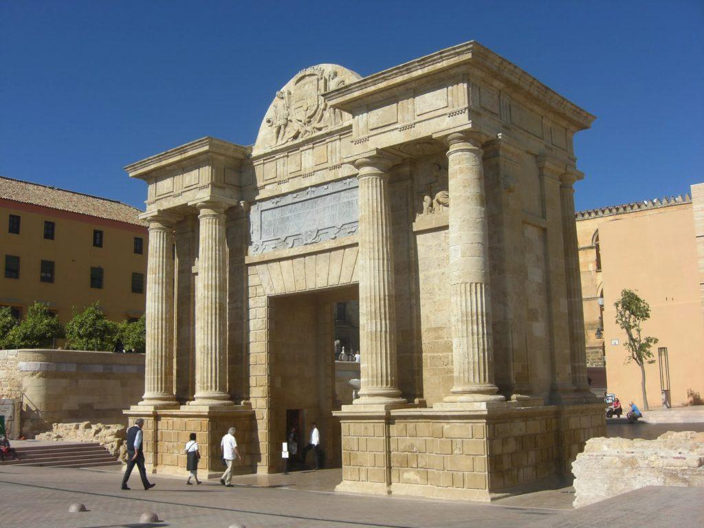 Ворота Пуэрта дель Пуэнте в Кордове