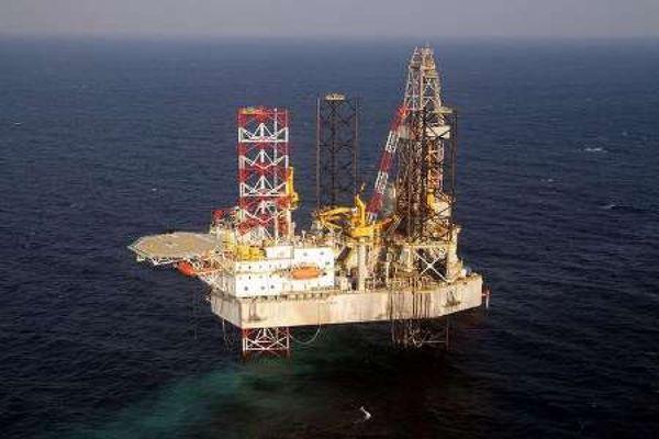 нефтяная вышка в персидском заливе