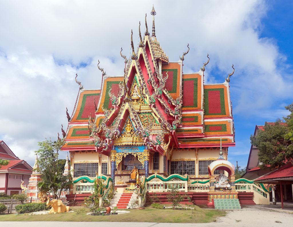 Храм Ват Плай Лаем на Самуи