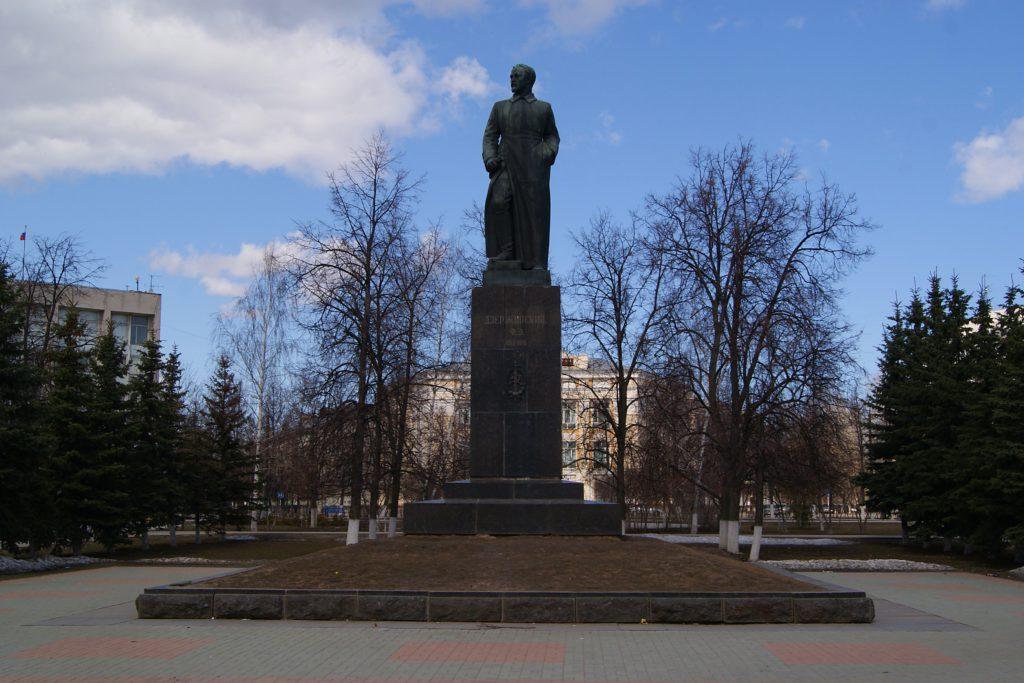 Памятник Ф.Э.Дзержинскому в Дзержинске (Нижегородская область)