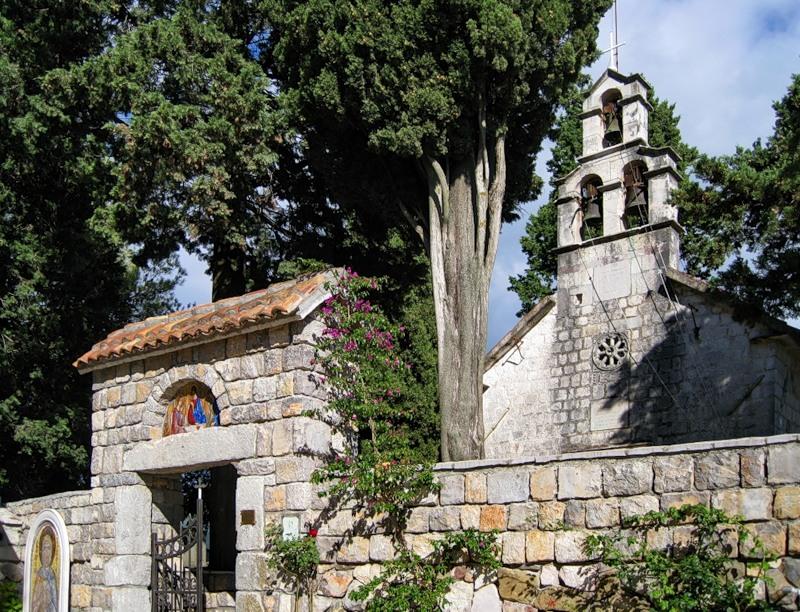 Монастырь Архангела Михаила на острове Цветов, Тиват