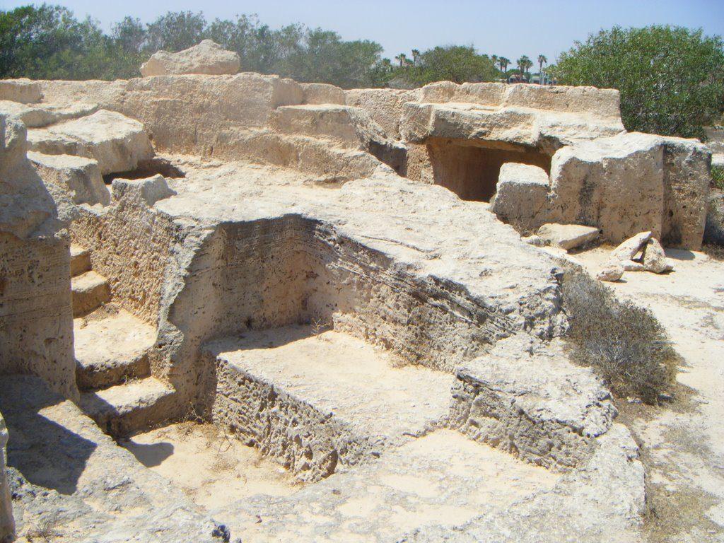 Скальные гробницы Макронисос в Айя-Напе