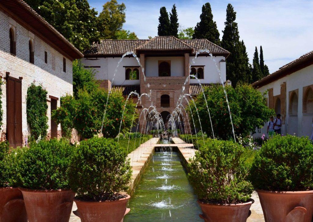 Летняя резиденция Хенералифе в Гранаде