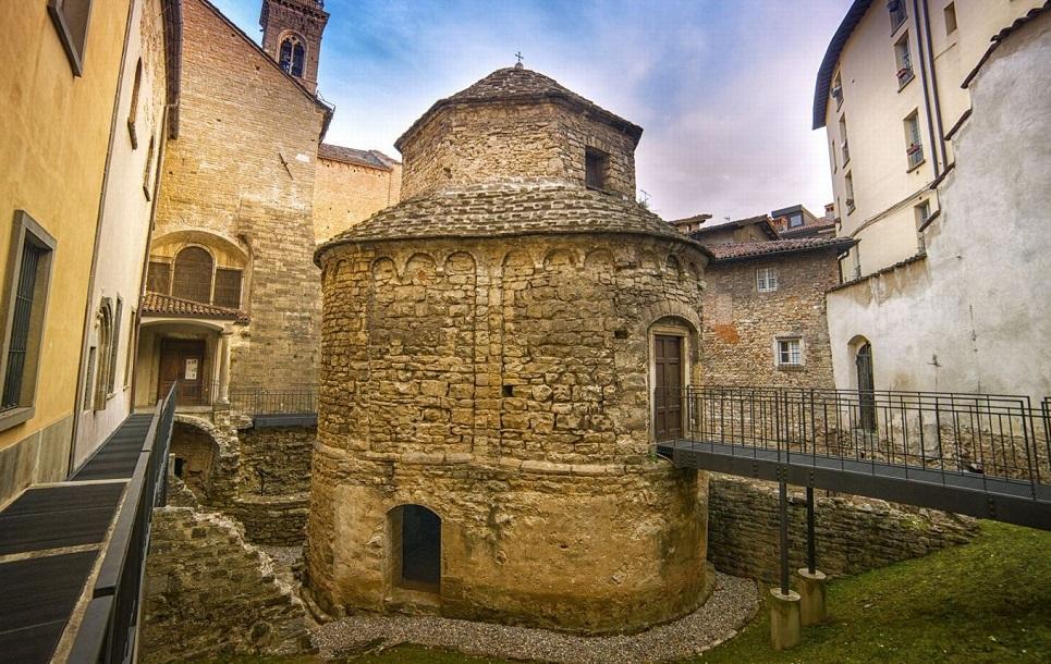 Храм Святого Креста в Бергамо