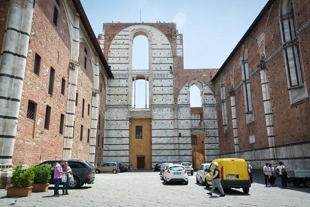 Недостроенная базилика Сиены