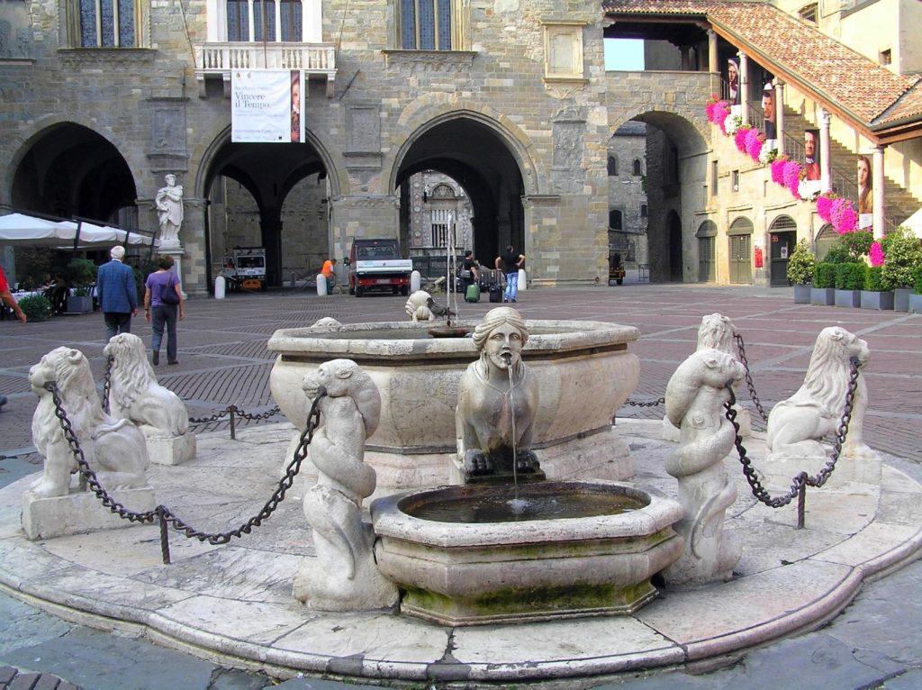 Фонтан Контарини в Бергамо